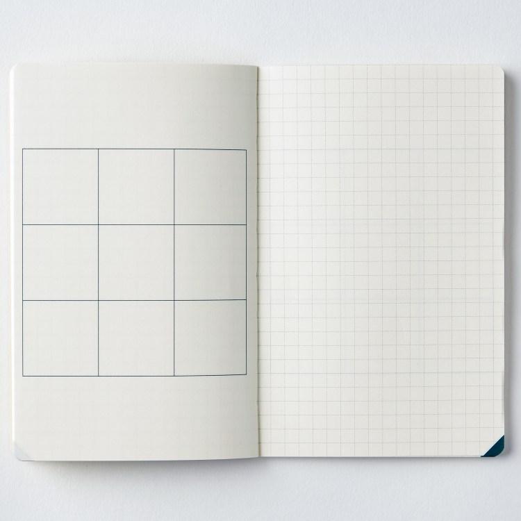 左ページは3×3グリッド、右は5mm方眼