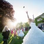 Le lancer du bouquet de la mariée
