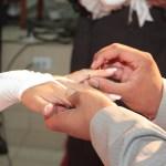 L'alliance est le symbole de l'amour éternel qui unit les mariés