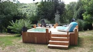 Piscine hors sol avec terrasse