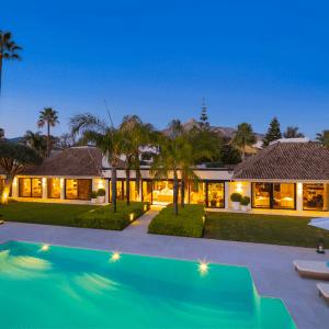 Villa 9 bedroom, 8 bathroom in Marbella
