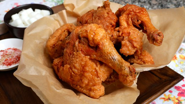 Korean market-style fried chicken (Sijang-tongdak: 시장통닭)