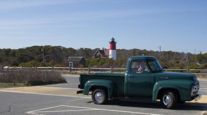 Vieille voiture et phare de Nanset Cape Cod