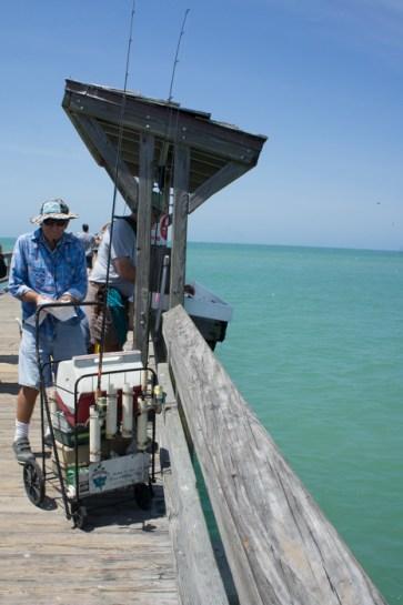 Naples, Floride - le pêcheur sur la jetée