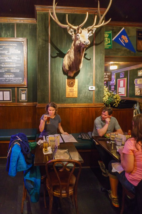 Colorado-Elk-Loop-une bière au bar