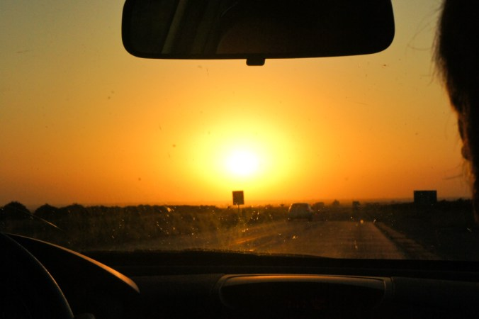 Coucher de soleil sur la route en Californie