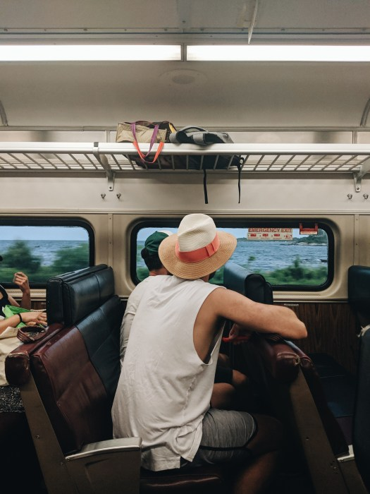 En train pour la plage