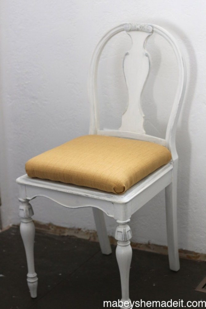 #thrifted Chair Makeover | Mabey She Made It #homedecor #decoarts #DIY #funiture