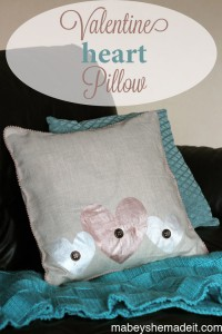 Valentine Heart Pillow | Mabey She Made It #valentine #hearts #pillow #homedecor