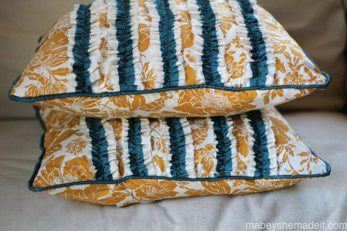 Ruffle Pillow Sham Tutorial | Mabey She Made It | #ruffles #pillow #homedecor #diy