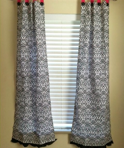 Easy DIY Curtains | Mabey She Made It | #curtains #windowtreatment #homedecor #decorating #diy #tutorial
