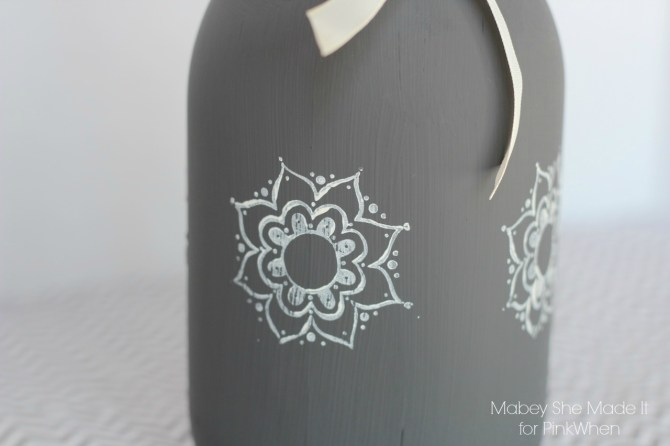 Easy Stamped Mason Jars | Mabey She Made It | #masonjar #chalkpaint #stamping