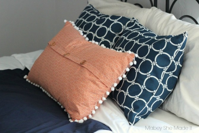 Simple Pillow Sham with Faux Button Closure   Mabey She Made It   #sewyourstyle #pillow #homedecor #tutorial