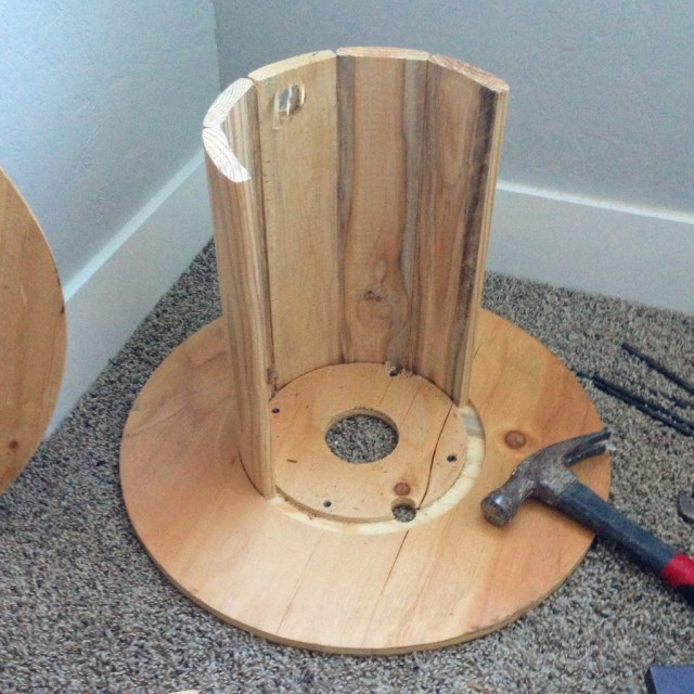 DIY Wire Spools Stool   Mabey She Made It