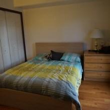 Notre chambre et son lit queen size (déjà qu'on se perd, heureusement qu'on n'a pas pris un king)