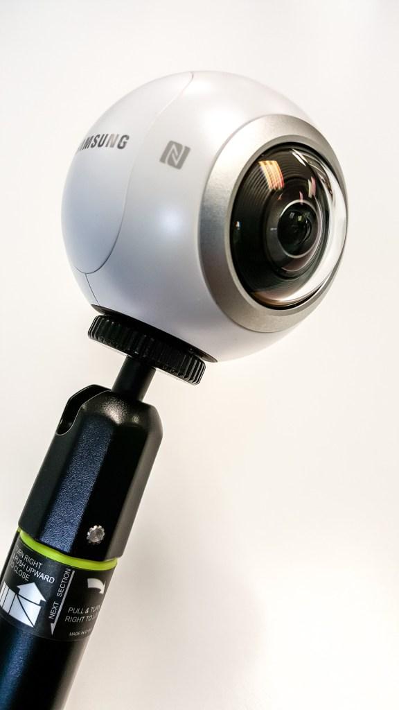 Samsung Gear 360 in Selfie Stick Wide