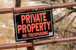 Panneau indiquant de ne pas rentrer sur la propriété