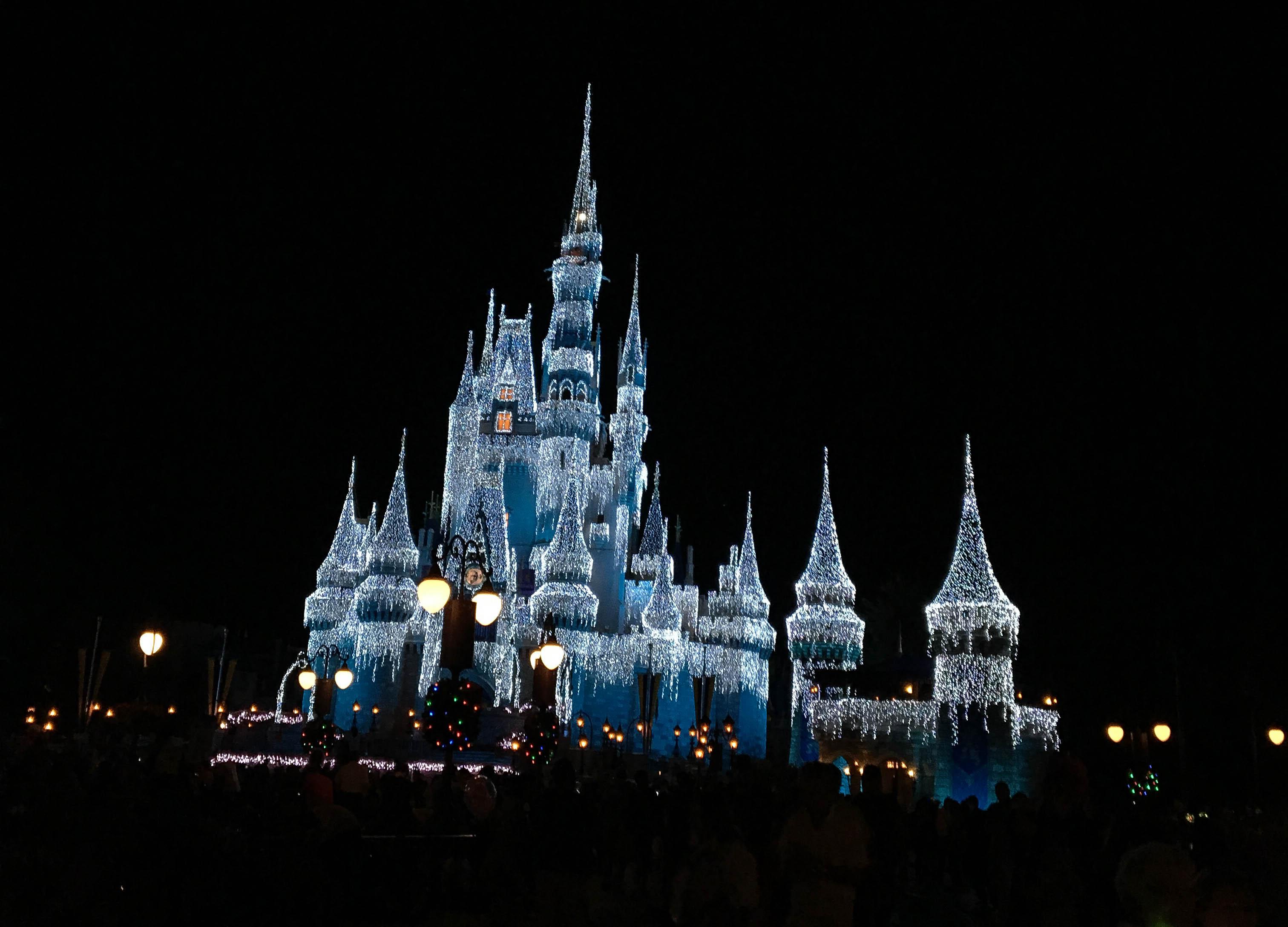 Cinderella Castle Christmas.Disney World Magic Kindom Cinderella Castle Christmas 2