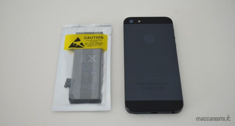 Come sostituire la batteria dell'iPhone 5 in un minuto