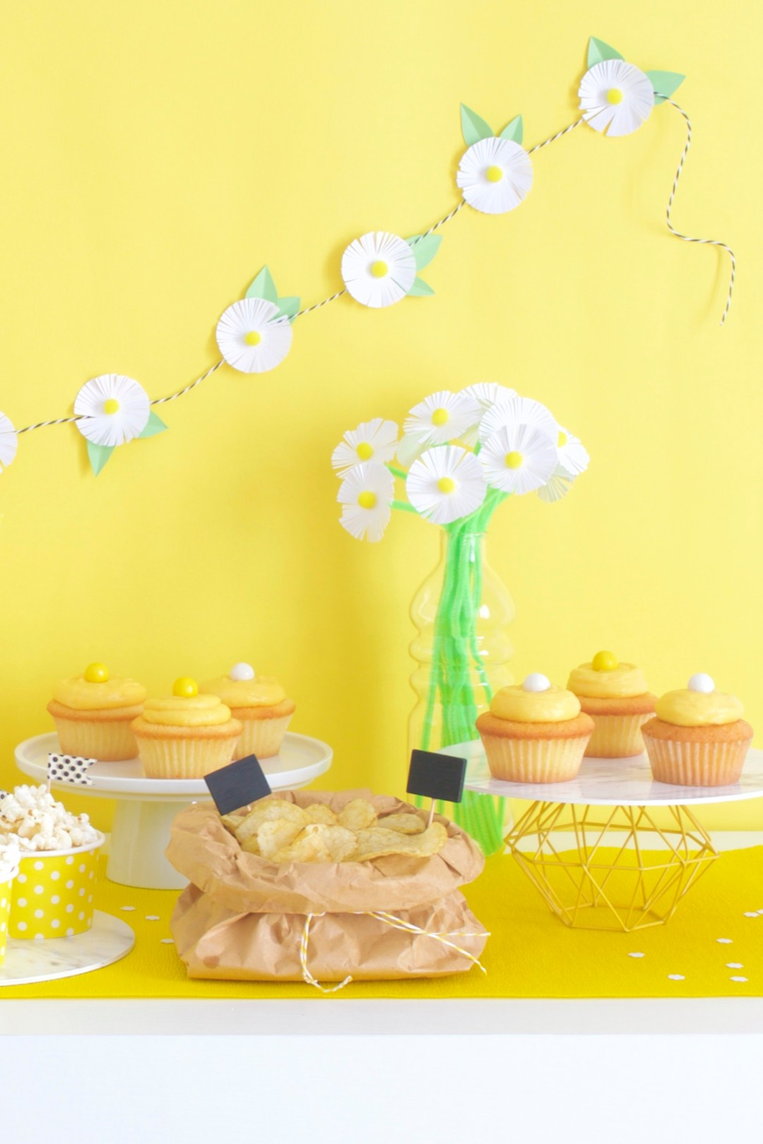 casa_facile_blogger_party_table_cupcake