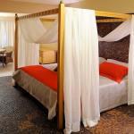 Inspirado nas ilhas indonésias, o Bali Floor foi criado exclusivamente para casais. Os apartamentos dispõem de cama de King Size com dossel, que acentua ainda mais o clima romântico da Indonésia. Vista frente mar, apartamento com 90m²,composto por 4 ambientes, sendo: sa