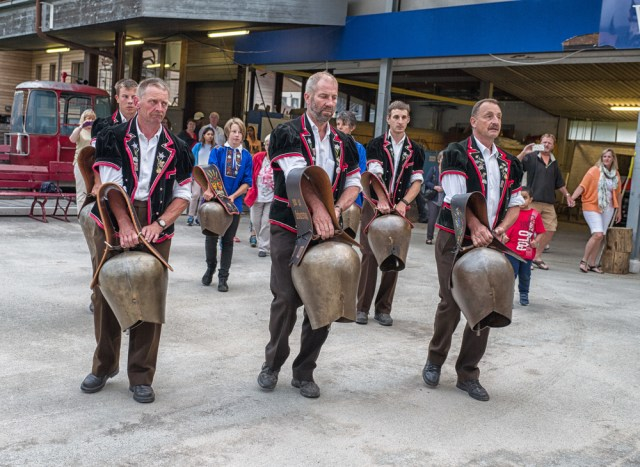 Folkfest in Wengen. Ring out the bells.