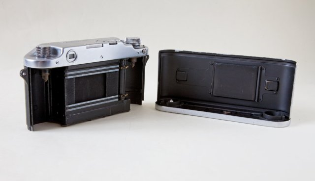 Unlike contemporary Leica cameras, the Witness had an integral back and bottom plate which made film loading easier