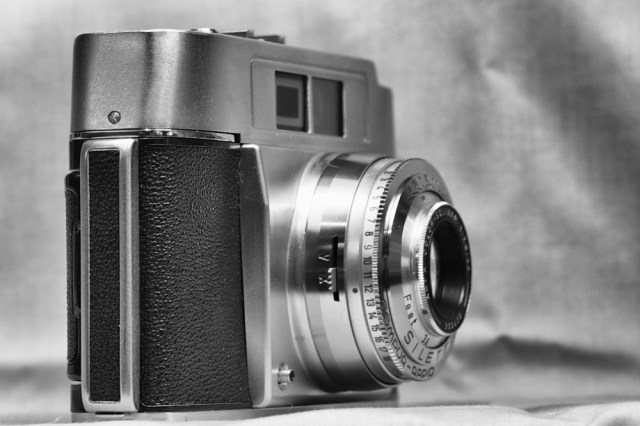 This more advanced Silette, made around the same time, has a second light window to power the bright-line viewfinder. The lens is a 50mm f/2.8 Agfa Color-Solinar and the shutter is a Compur-Rapid with a fast 1/500s maximum