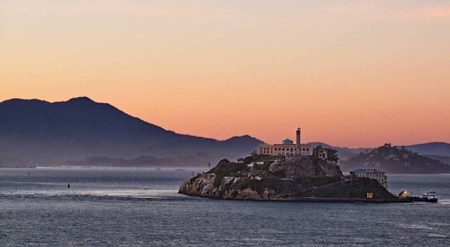 Alcatraz Commands the Bay. X-T2 and 50-140mm