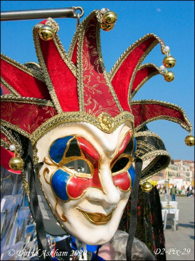 Venetian mask for sale in Venice. ( Digilux 2 1/400 sec at f/8)