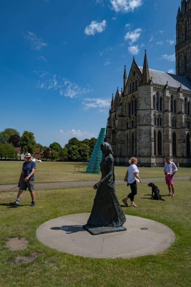 Walking statue, walking visitors The Walking Modonna by Elizabath Frink