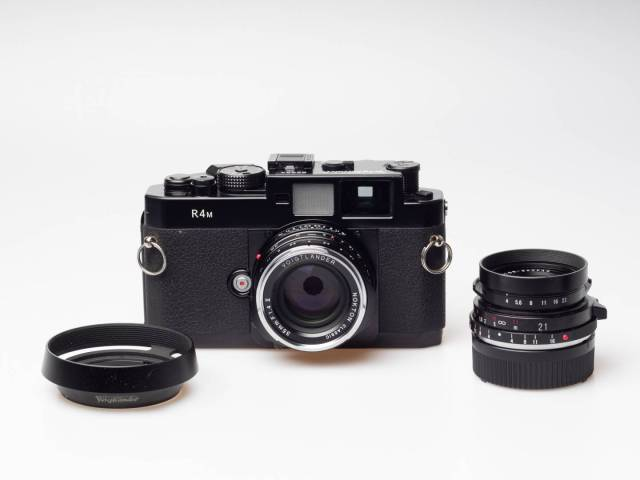 A film camera, a fast 35 and a competent 21 – you could work with such a kit alone for years