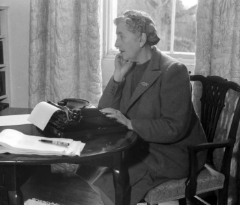 Agatha Christie searching for clues (Image from Oz Typewriter)