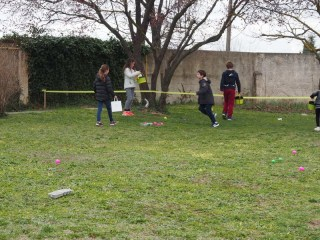 chasse aux oeufs de Pâques dans les jardins de la chocolaterie de Puyricard -