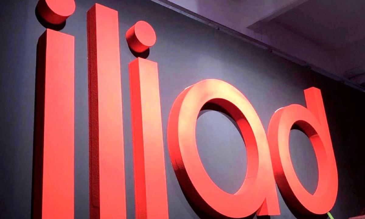Wind Tre perde 900.000 utenti, la maggior parte è passata a Iliad