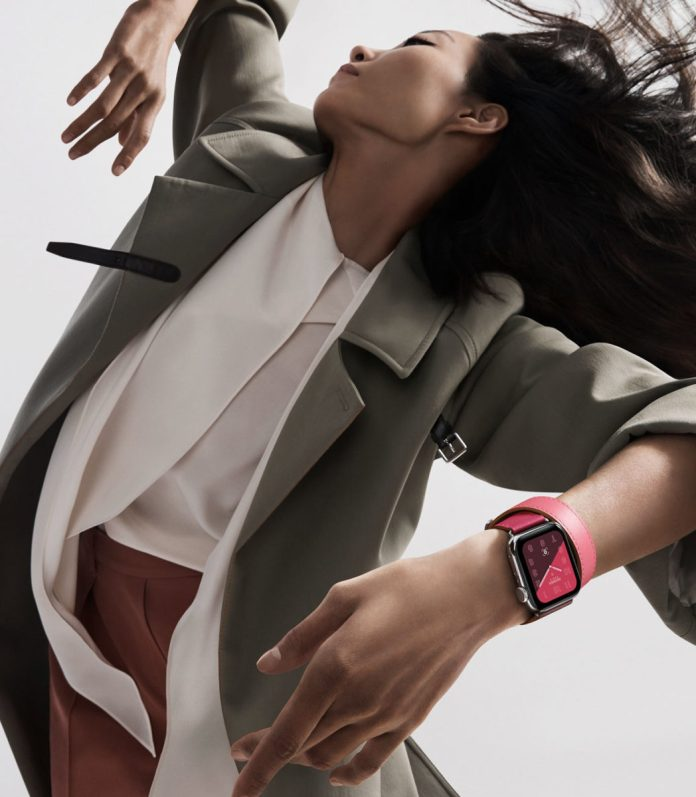 La nuova collezione Apple Watch Hermès introduce un vasto assortimento di cinturini con colori a contrasto.