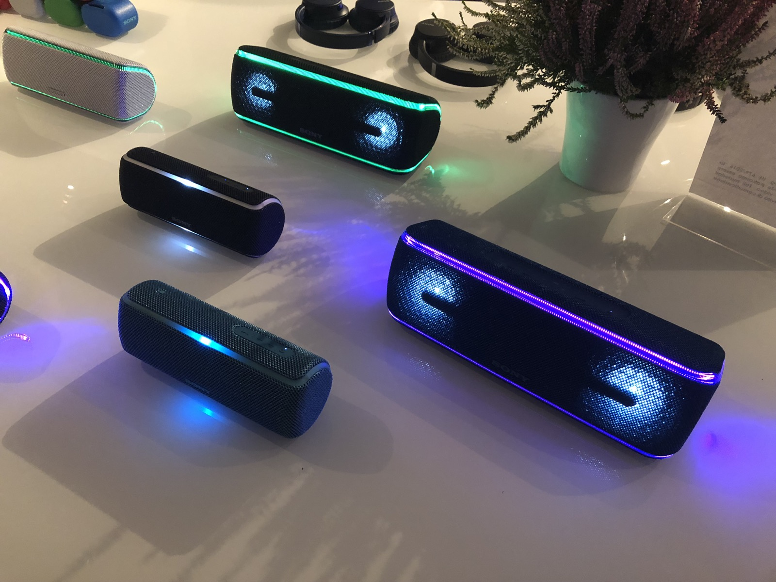 Il natale 2018 di Sony si veste di colore e musica