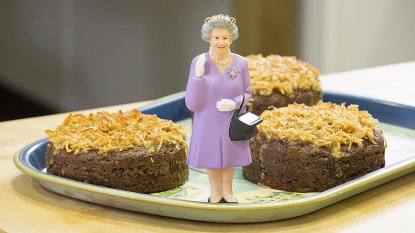 How To Make Queen Elizabeth Cake Happy Birthday Your Maj Macleans Ca