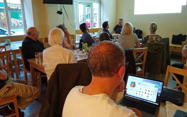 Gespannt lauschten die Teilnehmer dem interessanten Vortrag.