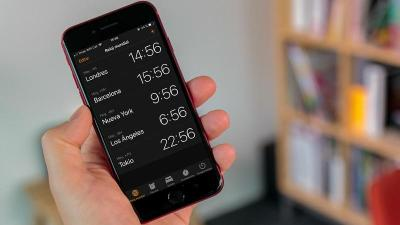 How to use the iOS Clock app as an alarm clock, to know the time