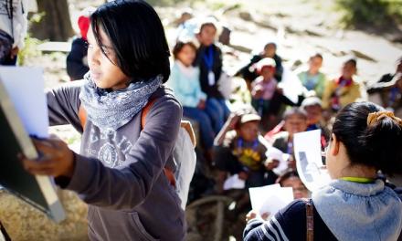 Pour changer le cours des choses, ces volontaires enseignent gratuitement dans la rue