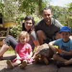 Un couple quitte la france pour vivre à Madagascar et aider les enfants des rues