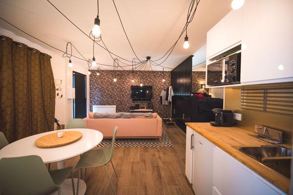 salon airbnb