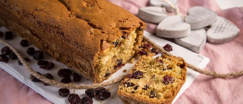 Γλυκό ψωμί με cranberries και αμύγδαλα