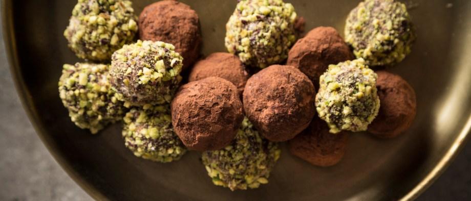 Νηστίσιμα τρουφάκια σοκολάτας με χαλβά & φιστίκι Αιγίνης