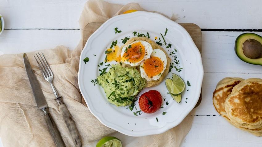 Eggs Benedict με κρέμα αβοκάντο