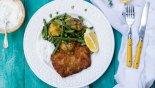 Σνίτσελ χοιρινό με ανοιξιάτικη πατατοσαλάτα, χωρίς γλουτένη