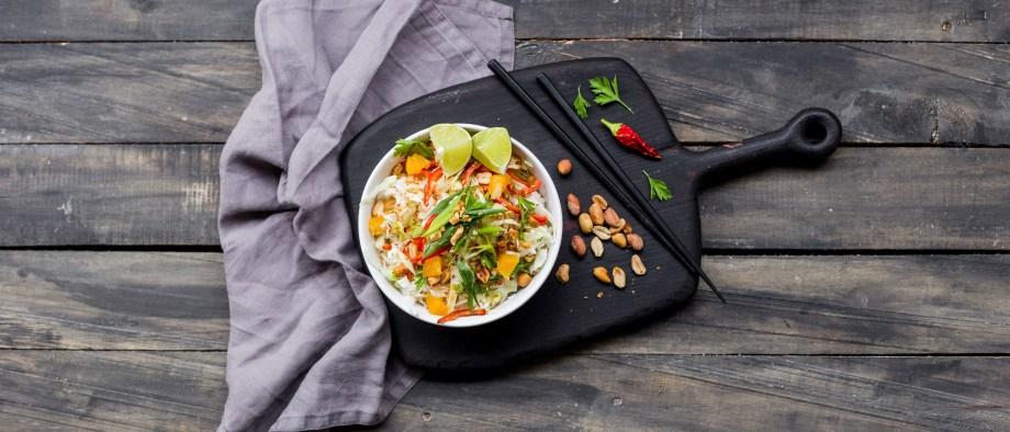 Ασιατική λαχανοσαλάτα με πορτοκάλι και σουσάμι
