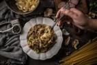 Μακαρονάδα με άγρια μανιτάρια, απάκι και κεφαλοτύρι