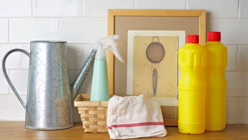 5 πράγματα που δεν πρέπει να καθαρίζεις ποτέ με χλωρίνη